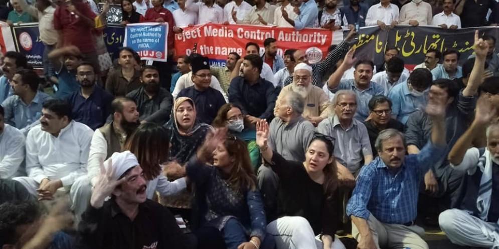 Scenes of sit-ins of PFUJ against PMDA